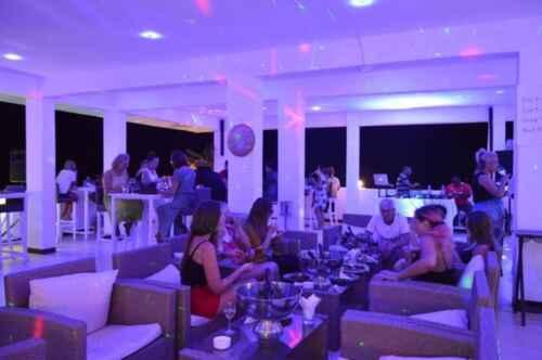 Terraza Hotel Lazy Beach en Playa Kendwa Zanzibar